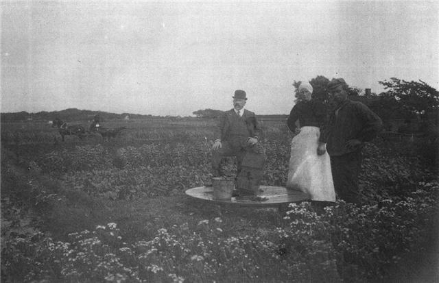 Gerrit van den Bosch bij de Adelbertusput in 1922.