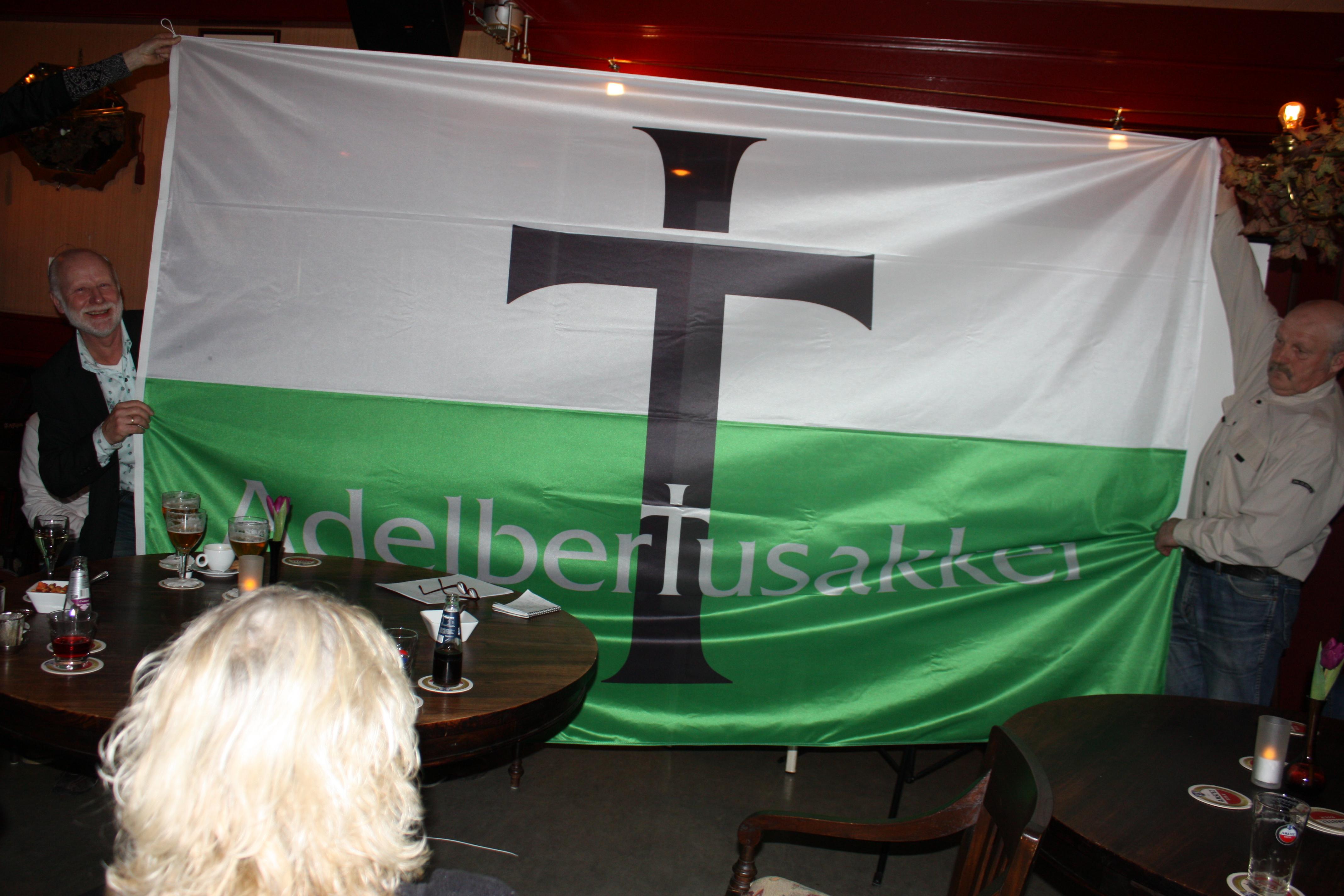 Nieuwe vlag voor Adelbertusakker
